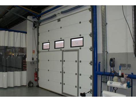 porte avec chatiere integree porte industrielle avec porte de service int 233 gr 233 e contact smf services