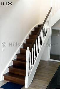 Treppe Handlauf Holz : geschlossene holzwangentreppe stufen in nussbaum wangen gel nderst be und pfosten gedrechselt ~ Watch28wear.com Haus und Dekorationen