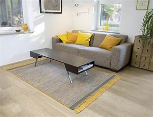 tapis en laine avec franges jaune hyro With tapis jaune avec canapé en matelas