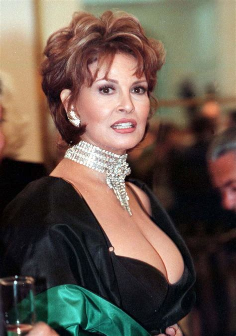 Pictures Star Directory: Raquel Welch Wallpaper Actress