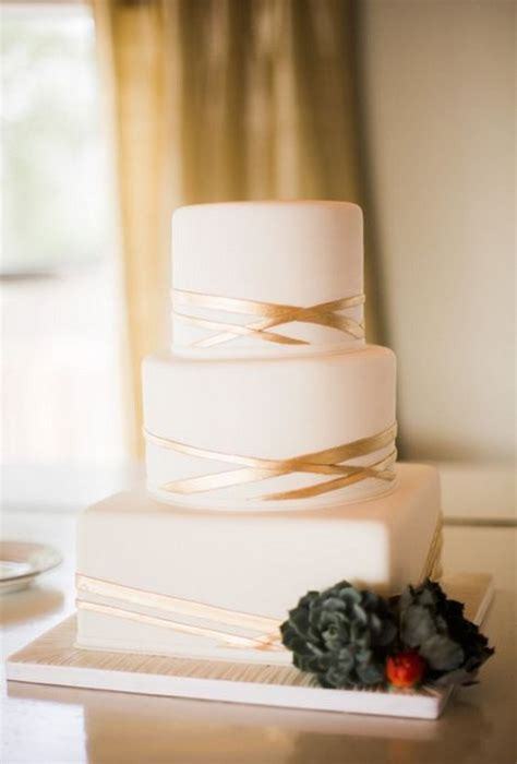 top  square wedding cakes  wow roses rings