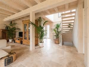 fliesen im wohnzimmer travertin fliesen rustic im eingangsbereich und wohnzimmer natursteinhandel jonastone
