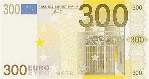 """Divani Angolari 300 Euro : Banconote €�troppo"""" False"""