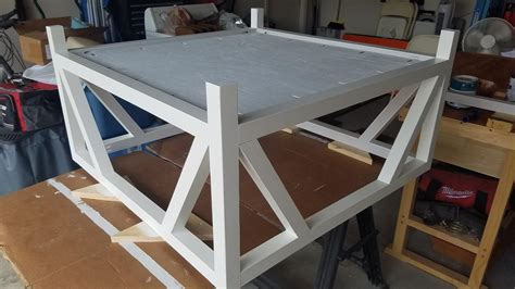 Farmhouse coffee tables are the rave right now because of the beauty they bring into a dwelling space. Modern Farmhouse Square Coffee Table - buildsomething.com
