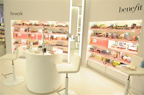 Room Decor Shops by Interior Decoration Of Cosmetic Shop Room Decorating
