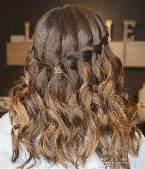 28 Cute Hairstyles for Medium Length Hair Right Now