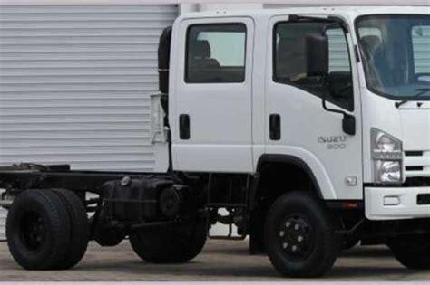 2017 Isuzu Nps 300 4x4 Crew Cab Chassis Cab Truck Trucks