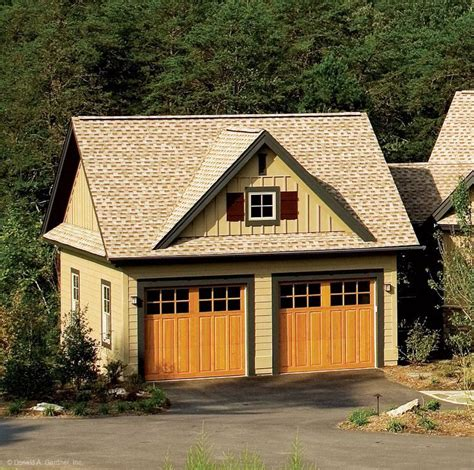 craftsman style home   optional detached