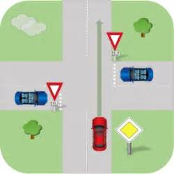 Véhicule Prioritaire Code De La Route : code de la route en ligne les r gles de priorit connaitre ~ Medecine-chirurgie-esthetiques.com Avis de Voitures