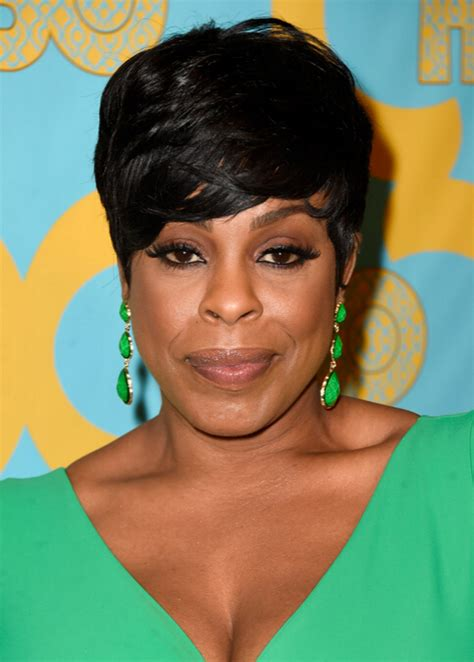 24 most suitable short hairstyles for older black women
