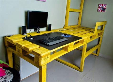 fabriquer bureau informatique bureau en bois 34 idées diy très cool en palette europe