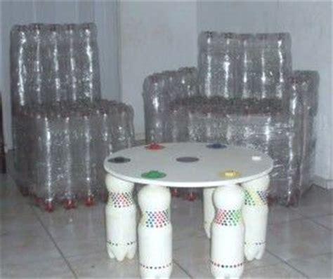 sillas hechas con botellas recicladas