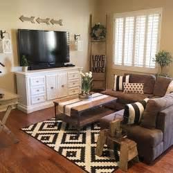 Farmhouse Chic Living Room Decor