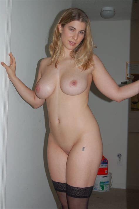 Amateur housewife bikini-nude pics