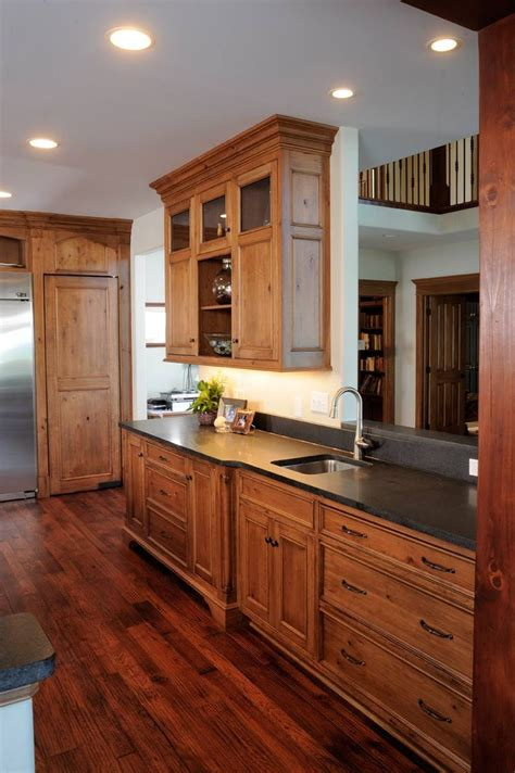 Cherry Cabinet Kitchens by Best 25 Cherry Cabinets Ideas On Cherry