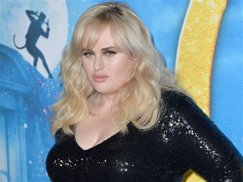 Rebel Wilson Posts New Swimsuit Photo After Weight Loss ...