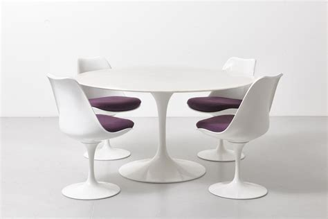 saarinen table and chairs by knoll international