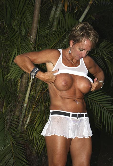 7739ns1321485364b Porn Pic From Hot Sexy Milf Showing
