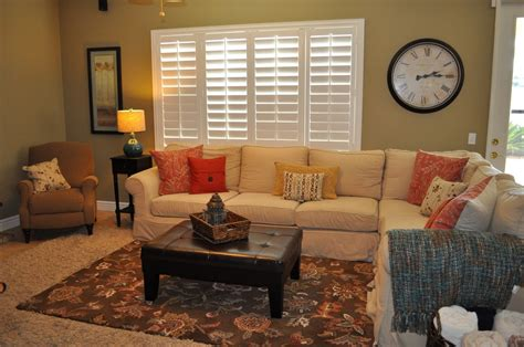 Home Decorating Ideas For Small Family Room by Small Family Room Decorating Ideas With Carpet Design And
