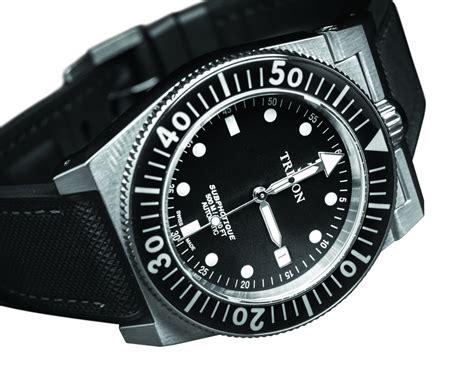triton subphotique  diver  style  substance