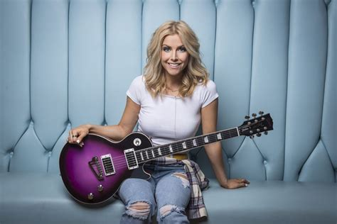 'by The Way' Country Artist Lindsay Ell Discusses Her Infectious New Single Axs