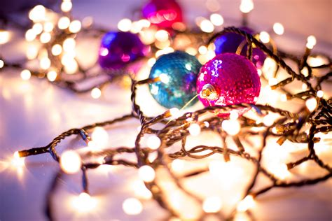 16 Gorgeous Christmas & Holiday Themed Bokeh Wallpapers
