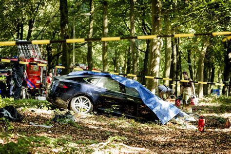 Tesla Model S Crash by Tesla Model S On Autopilot Rams Into Parked Truck On