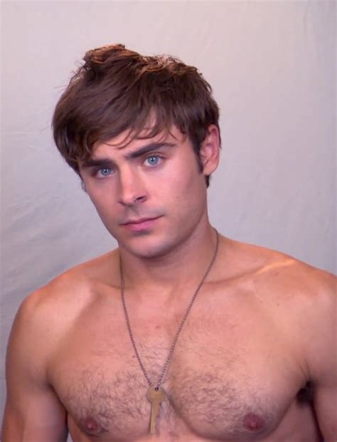 foto de Zac Efron: Chest is getting really hairy Flickr Photo