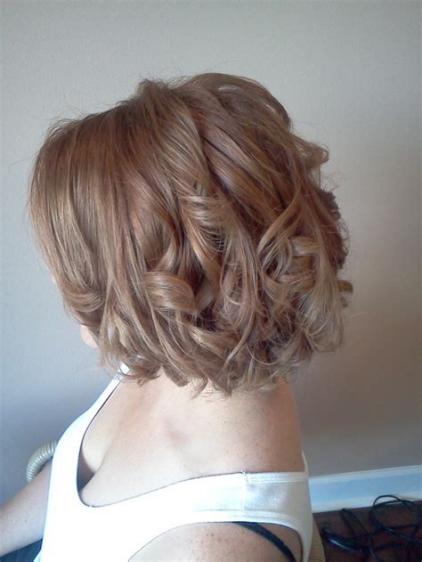 short hair loose curls hair style and color for woman