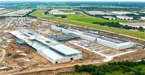 hyper scale data center spend    percent   analysts  data center knowledge