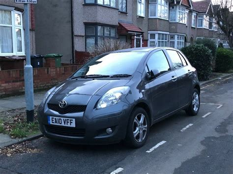 toyota yaris 2010 grey 5 door 1 4 petrol manual low cheap to run insure in