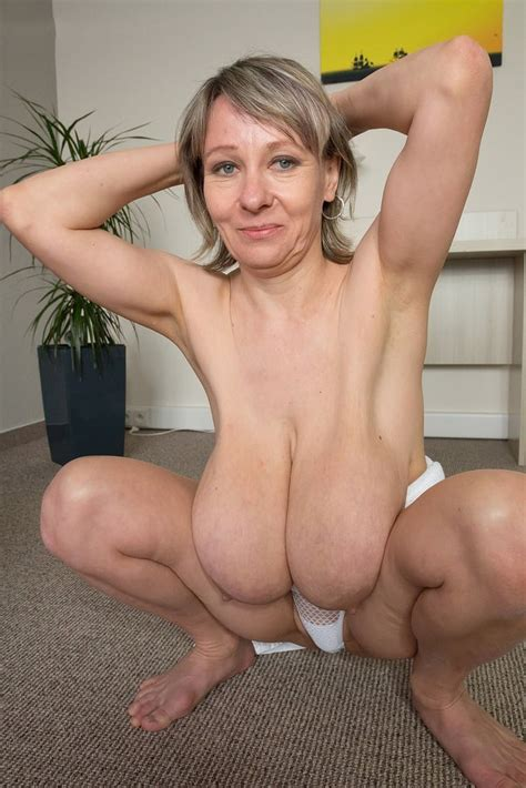 Amateur Saggy Mature Boobs Stripped