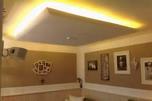 Stehlampe Indirektes Licht : led beleuchtung wohnzimmer selber bauen ~ Whattoseeinmadrid.com Haus und Dekorationen