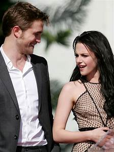 Robert Pattinson And Kristen Stewart 'Hold Hands' As They ...