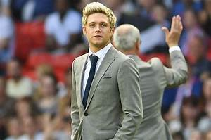 One Direction's Niall Horan Calls Out Fan for Sleeping ...