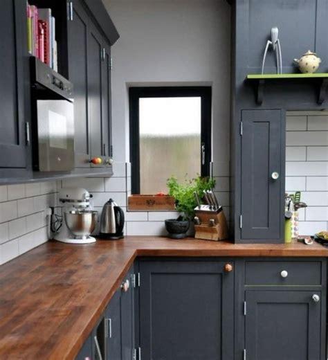 cuisine gris et bois cuisine gris anthracite 56 idées pour une cuisine chic