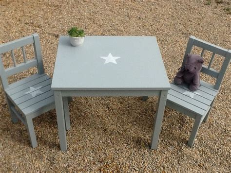 chaise blanche et grise ensemble pour enfant table et 2chaises en bois patiné bleu