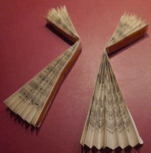 engel falten aus alten büchern schutzengel aus gesangbuchseiten falten und kleben engel weihnachten basteln engel basteln