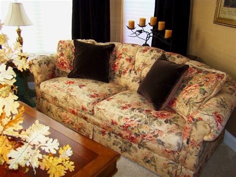 how to buy a sofa 2017 decorating trends with floral sofas in style