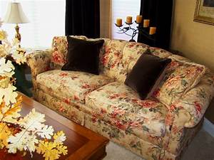 2017 Decorating Trends with Floral Sofas in Style