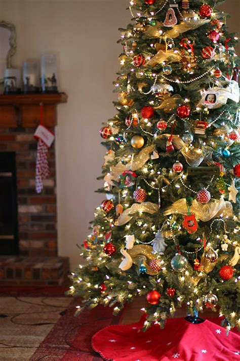 Decorate Christmas Tree Garland Beads by A New Christmas Tree From Tree Classics Giveaway The