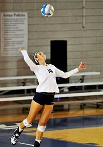 Emory Volleyball Camp > 2016 Camps > Serving Clinic - June 22