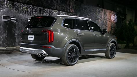 2020 Kia Telluride Lx by The 2020 Kia Telluride Is A Handsome Three Row Suv With
