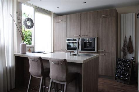 schiereiland keuken keuken met schiereiland en royale kastenwand in sliedrecht