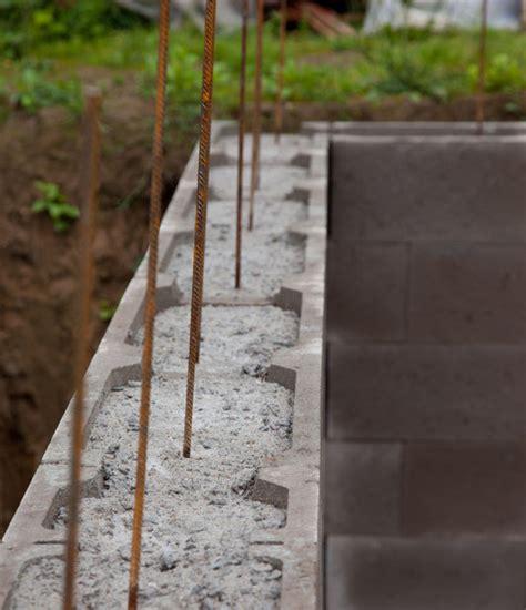 stützmauer bauen anleitung schalungssteine anleitung so wird s gemacht