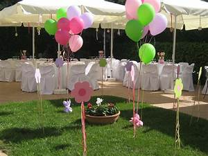 Nice way to decor the garden with baloons baptism party for Christening garden party ideas