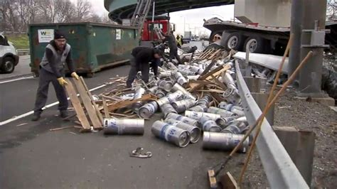 beer empty kegs trailer carrying tractor falls overpass containers pa truck spilling wpvi trucked crews bucks plunged hundreds bensalem littered