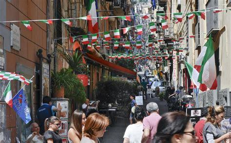caf si鑒e social ai quartieri spagnoli chiudono le botteghe storiche e si moltiplicano i centri scommesse