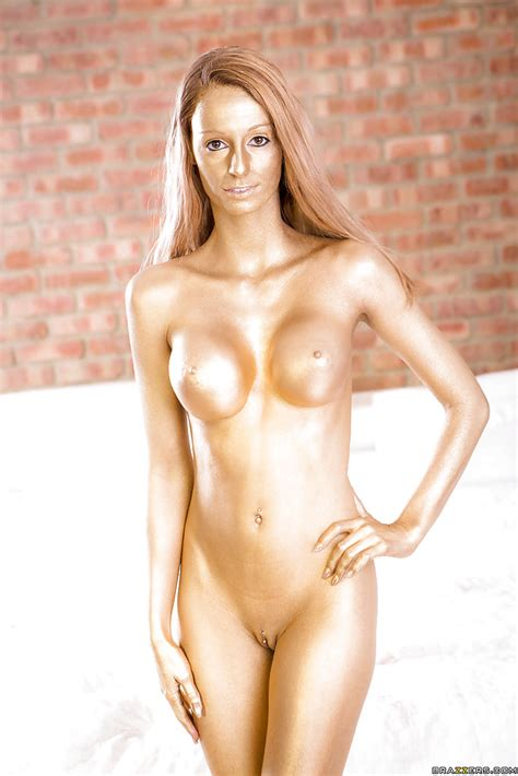 Golden Slut With Attractive Look Has A Nude Photo Session