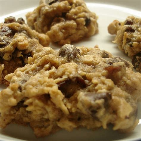 Soft and chewy healthy oatmeal cookies are made with oats, honey, coconut oil, chopped nuts, raisins, chocolate chips, and much more! Neece's Delicious Low Carb High Fiber Oatmeal Cookies ...
